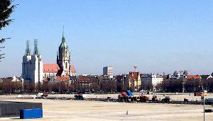 Blick von der Bavaria: Noch erscheint das geplante Hochhaus nicht zwischen den Türmen der Paulskirche. | Fotos: Wolfgang Czisch